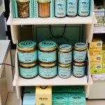 Testa Conserve nella vetrina di Cristaldi International food store